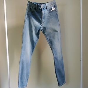 Gap True Skinny mid rise jeans/ light indigo wash